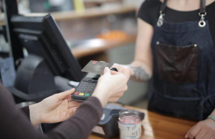 come si inserisce il bancomat nel pos